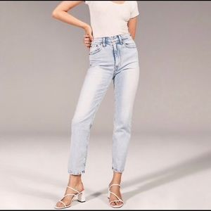 NWT Abercrombie Ultra Hi-Rise Ankle Jean (2019)